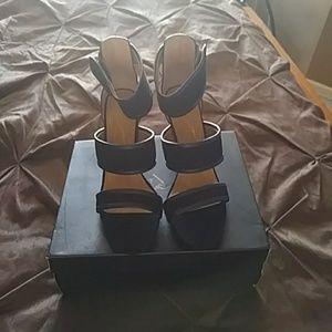 Report Signature sandals